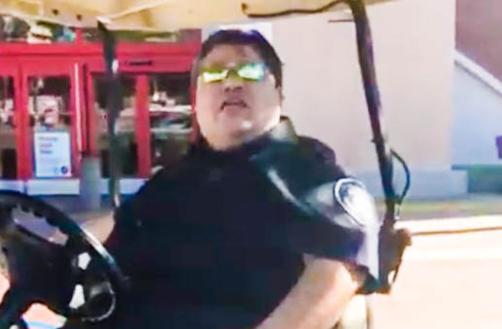 WATCH: Mall cop berates Hispanic woman for 'having babies' and being 'probably on welfare'