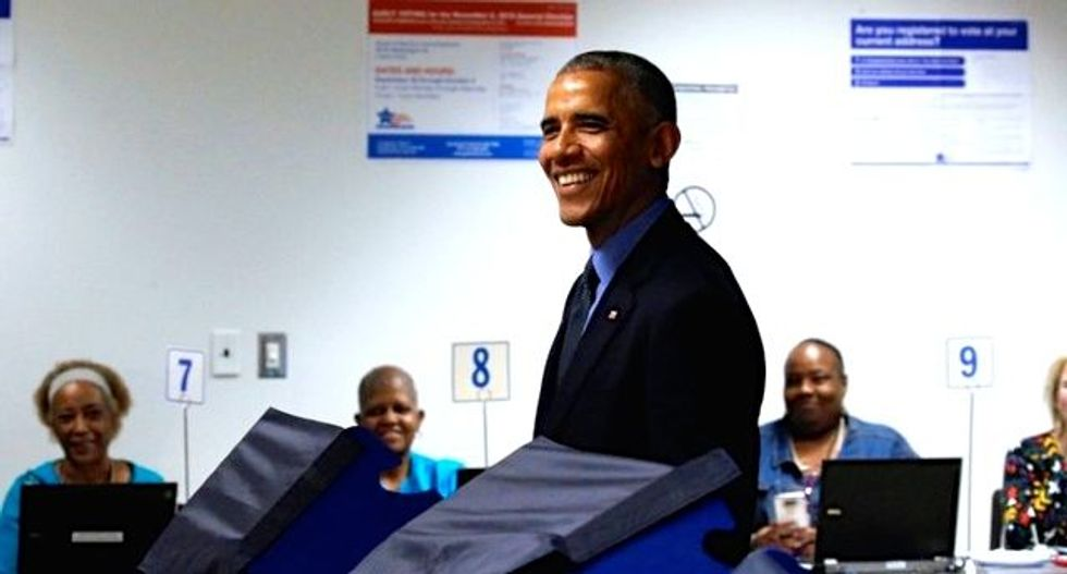 Obama casts early vote for 2016 election during Chicago trip