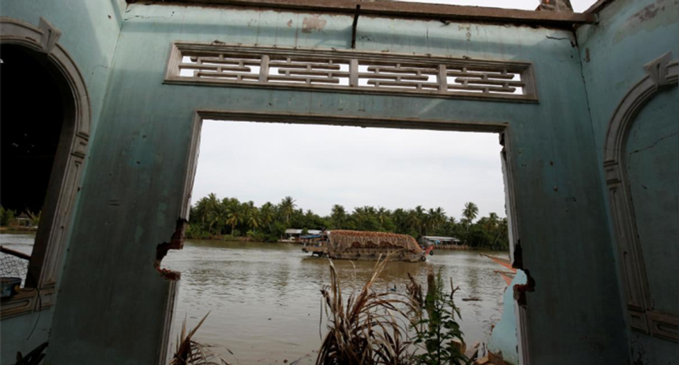 From Tibet to the 'Nine Dragons', Vietnam's Mekong Delta is losing sand and houses are falling into the river