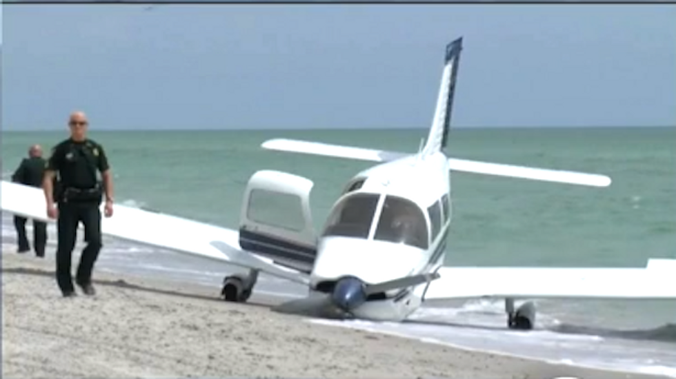 Man killed, daughter hurt when plane crash-lands on Florida beach