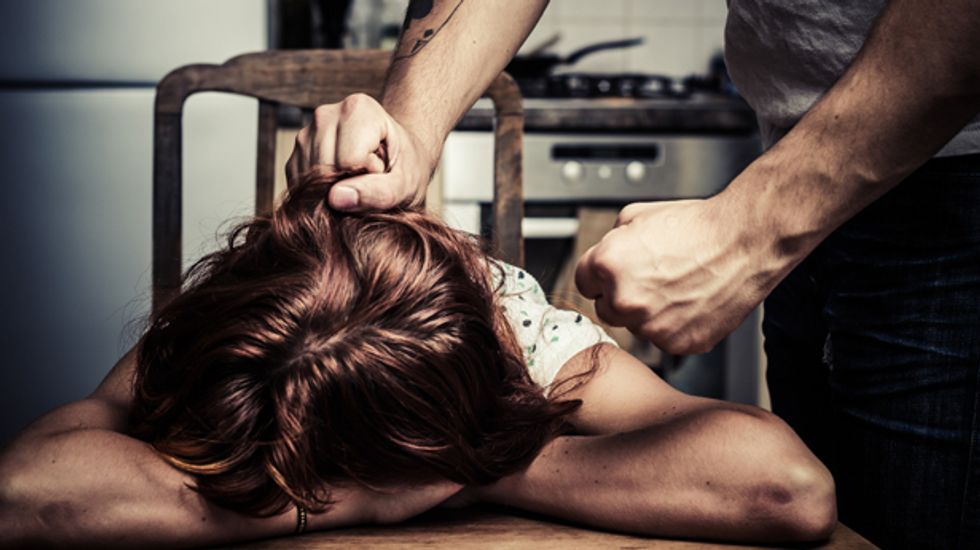 FL man arrested for beating girlfriend all day because he dreamed she was cheating on him