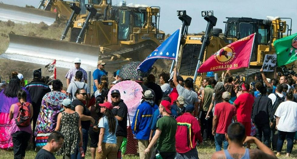 Mass arrest as North Dakota police and pipeline protesters clash