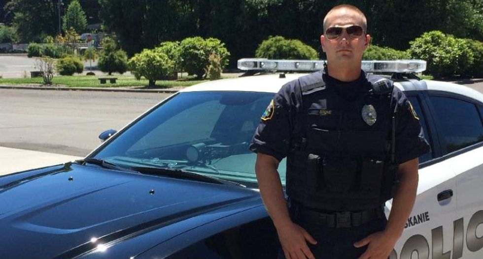 Oregon cop and his family face death threats for denouncing racist police chief