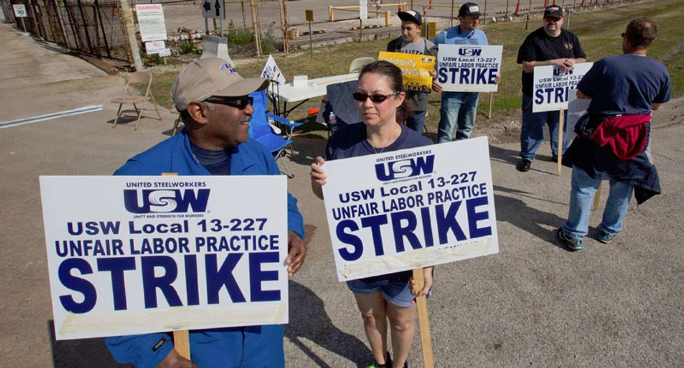 Managers bunk down at US refineries as United Steelworkers strike enters third week