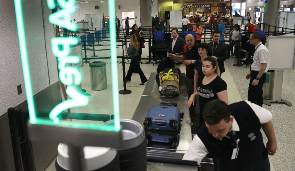 US Customs computer collapse leaves thousands of travelers waiting