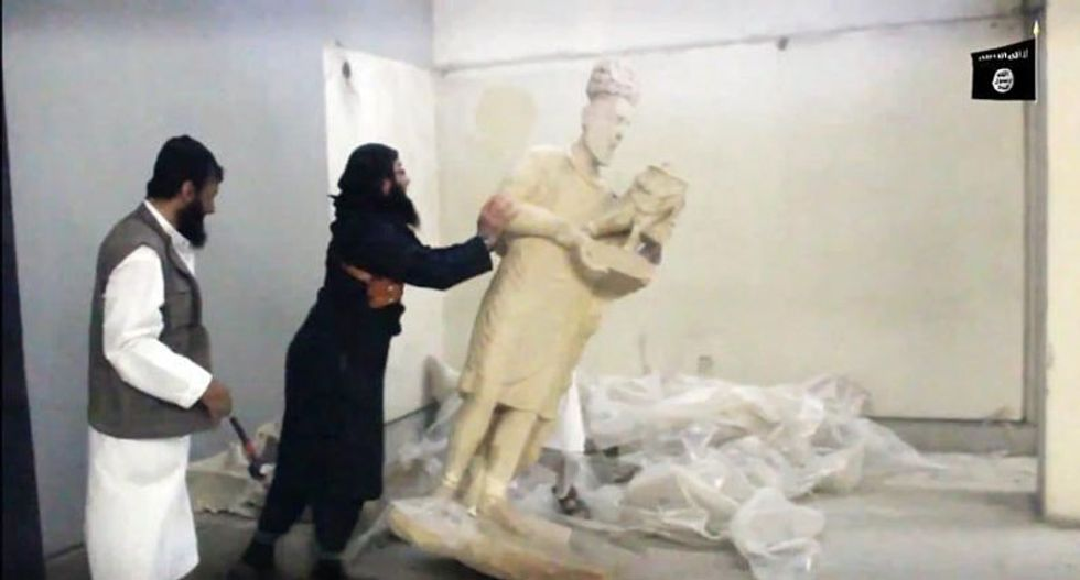 Islamic State militants destroy 3000-year-old museum artifacts in Iraq