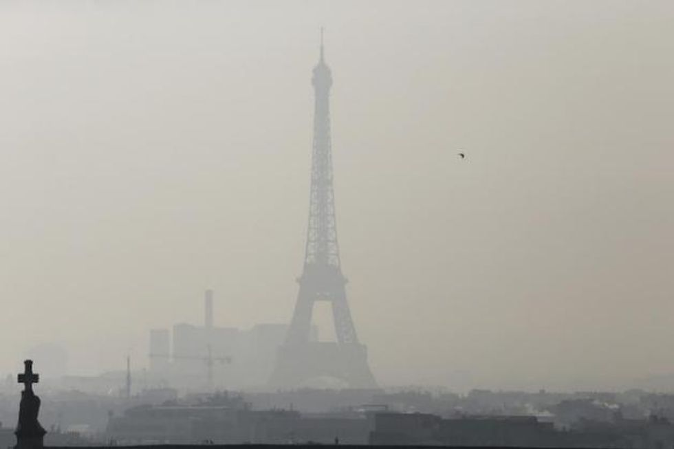 Smog-choked Paris forces half of cars off roads