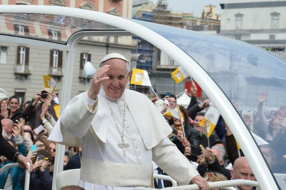 Crowds welcome Pope in mafia country