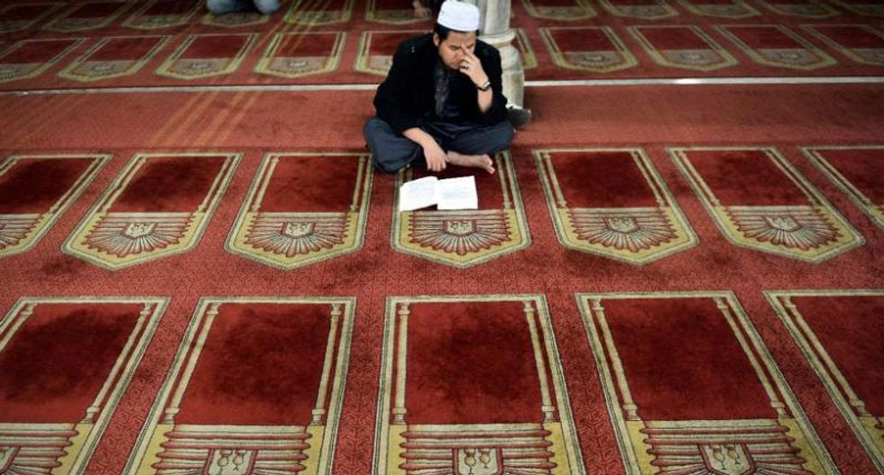 Iowa man to plead guilty to online threats against Boston mosque