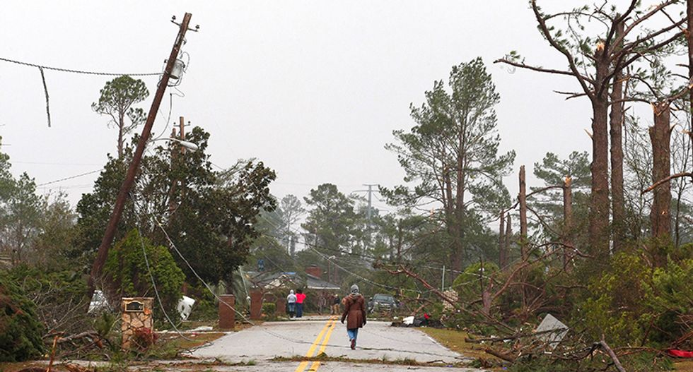 Powerful storm hammers eastern United States with powerful winds, kills 21