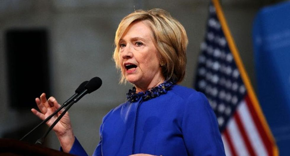 Hillary Clinton surrendering email server, thumb drive to FBI: reports