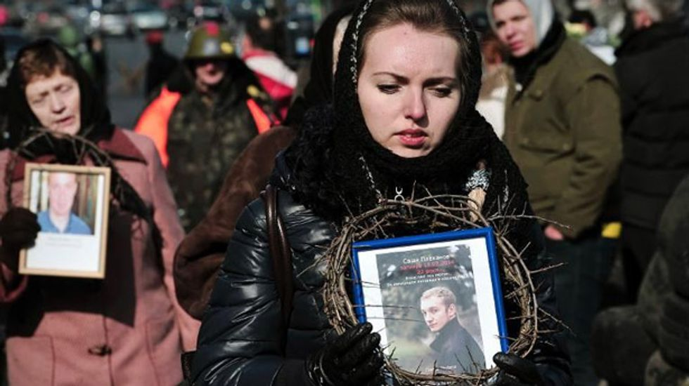 Interim Ukraine leaders to unveil new cabinet after disbanding riot police