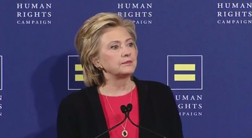 Clinton tacks to the left ahead of Democratic debate