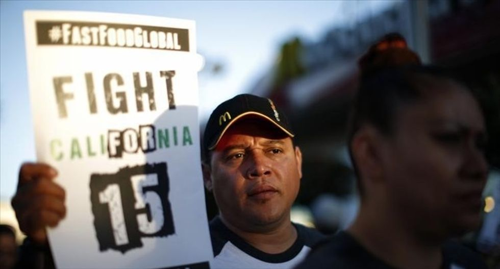 Los Angeles moves closer to approving $15-per-hour minimum wage