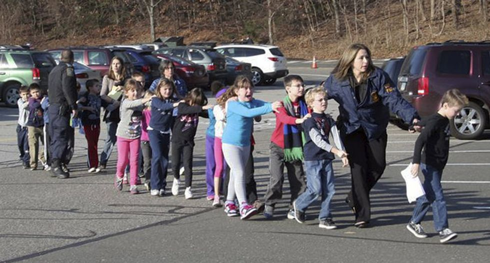 Connecticut police commend 'heroic' response to Sandy Hook massacre