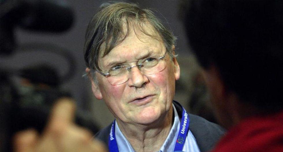 Nobel laureate Tim Hunt explains his 'very stupid' sexist science lab comments