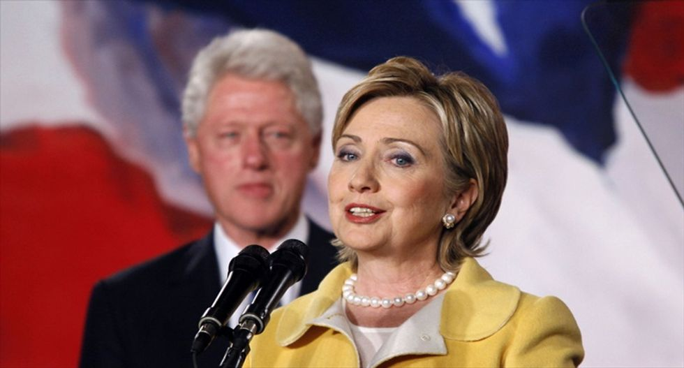 Clinton bashes Wall Street and pledges US income equality