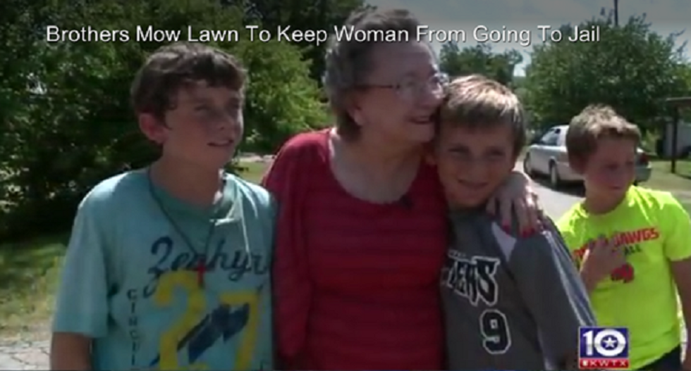 Children band together to try and keep police from arresting elderly Texas woman