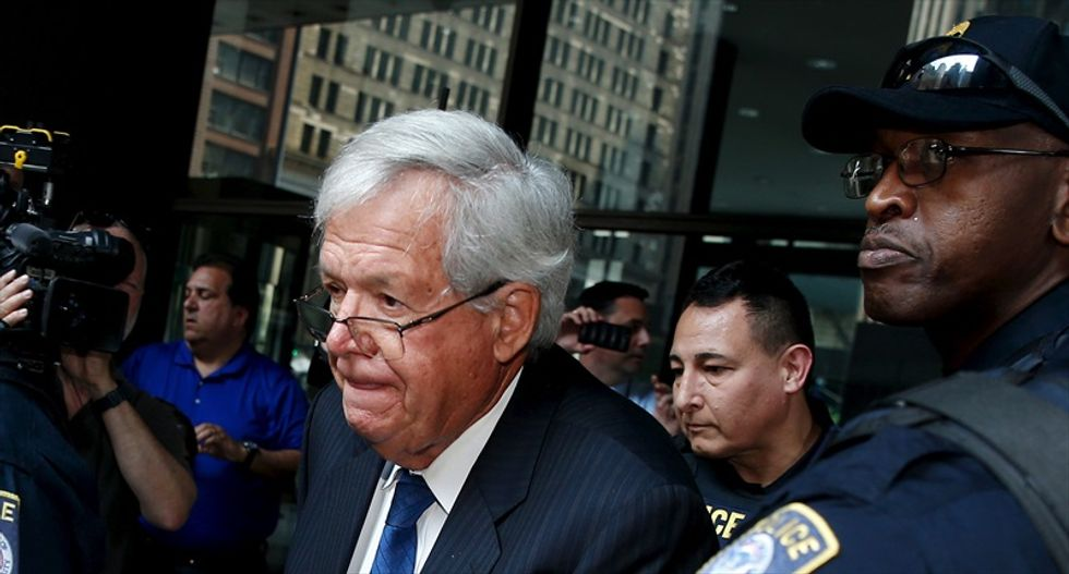 Federal prosecutors move to keep evidence in Dennis Hastert arrest under wraps