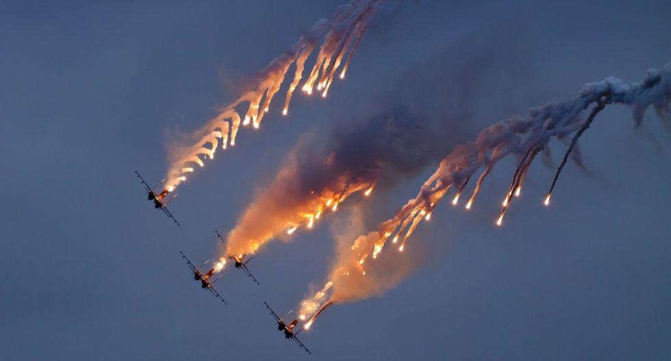 Missouri stunt pilot killed in air show crash