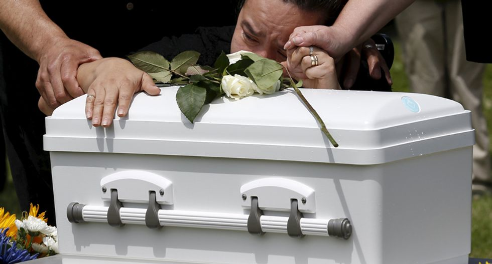 Tiny caskets: Illinois group gives funerals to abandoned babies