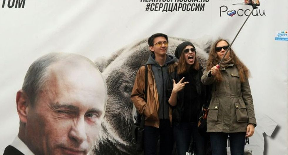 Russian police launch 'safe selfie' guide after spate of deaths