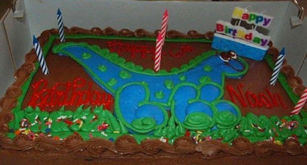 Inquisitr.com duped by claim Costco dropped dinosaur cake because AZ Christian mom complained