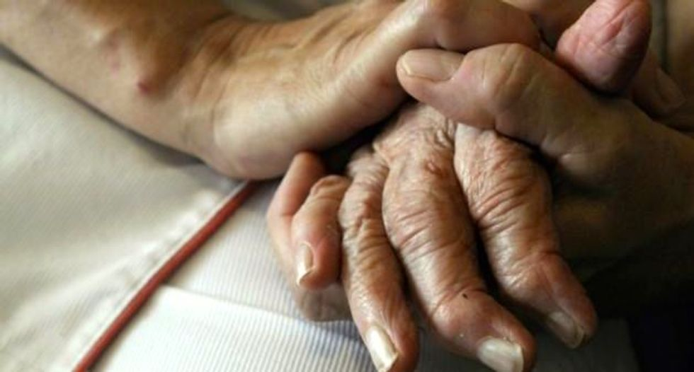 Women with Alzheimer's may face faster decline than men