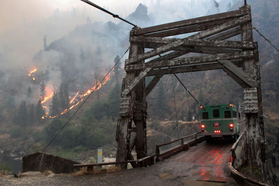 Wildfire forces evacuation of boaters from Idaho's Salmon River