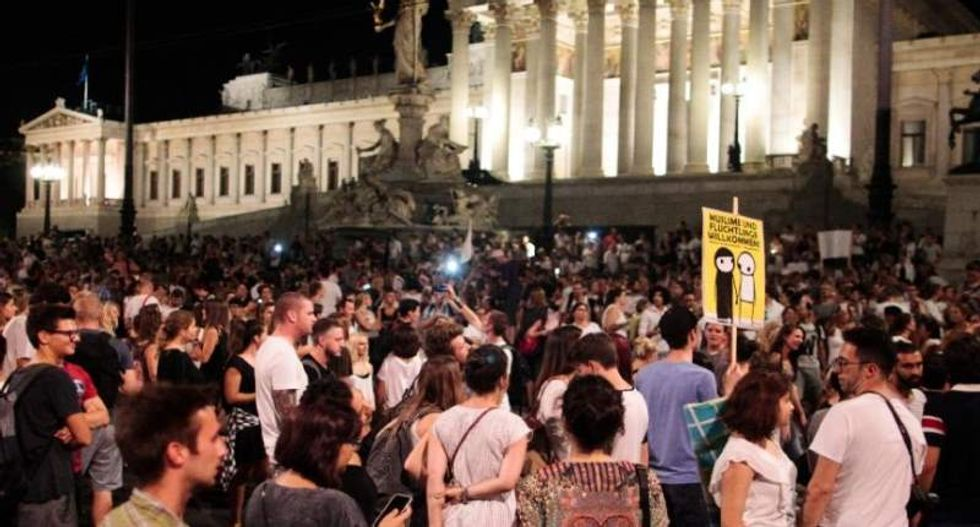 'Refugees welcome': 20,000 Austrians protest in favor of immigrants' rights