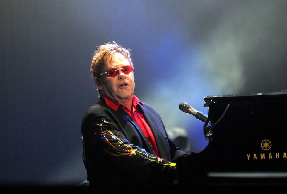 Elton John wants LGBT rights talks with Putin