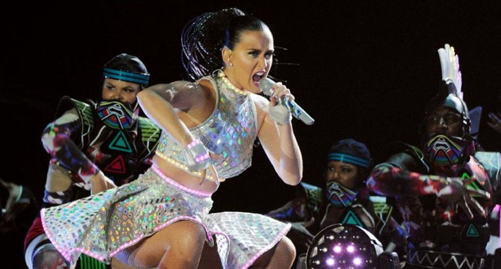Katy Perry set to roar for Hillary in Iowa