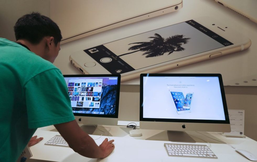 Apple's iOS App Store suffers first major malware attack