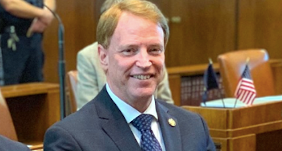 GOP minority holds Oregon Senate hostage as right-wing militia groups push for armed standoff