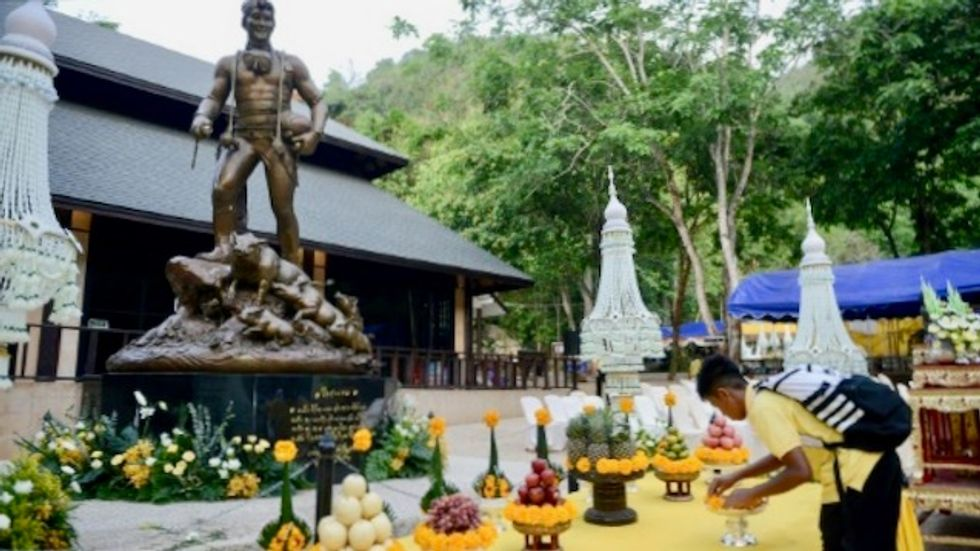 Thai 'Wild Boars' pay respects to hero diver who died in rescue