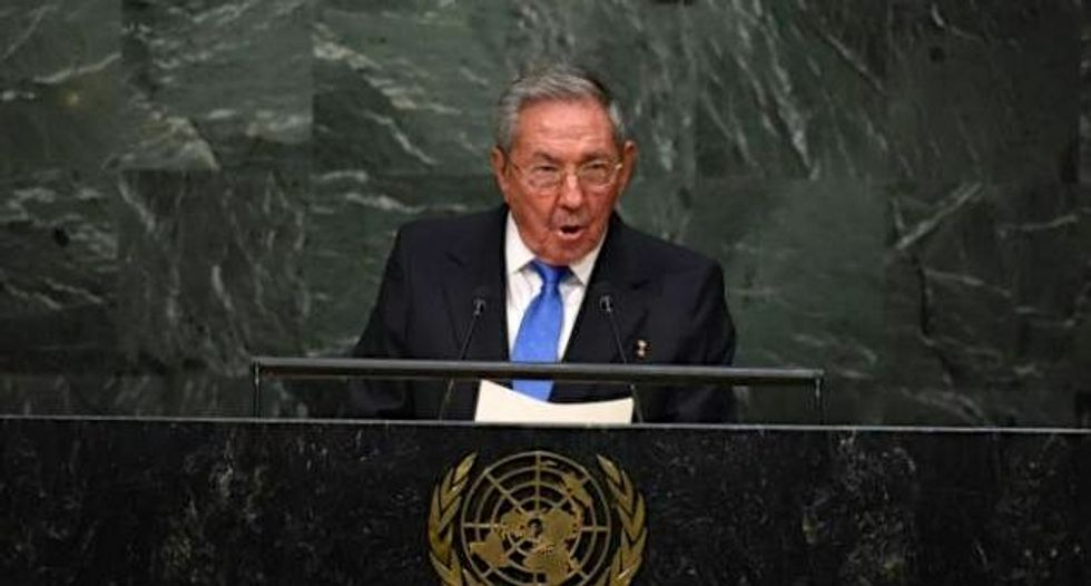 Obama, Castro call for end to an embargo on Cuba 'that should not be in place anymore' at United Nations