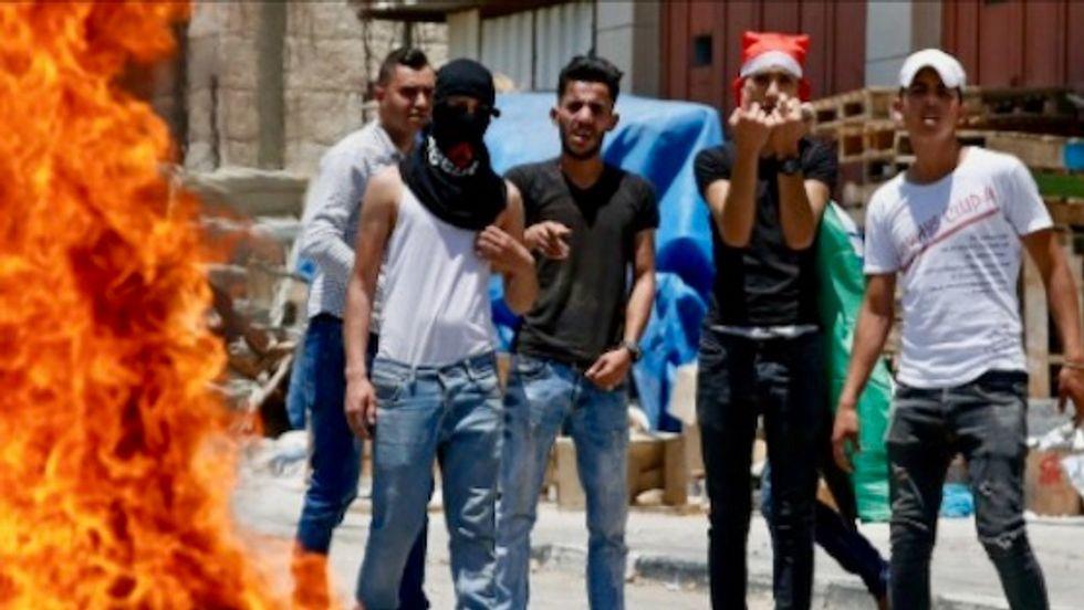 US kicks off Mideast plan, with Palestinians boycotting