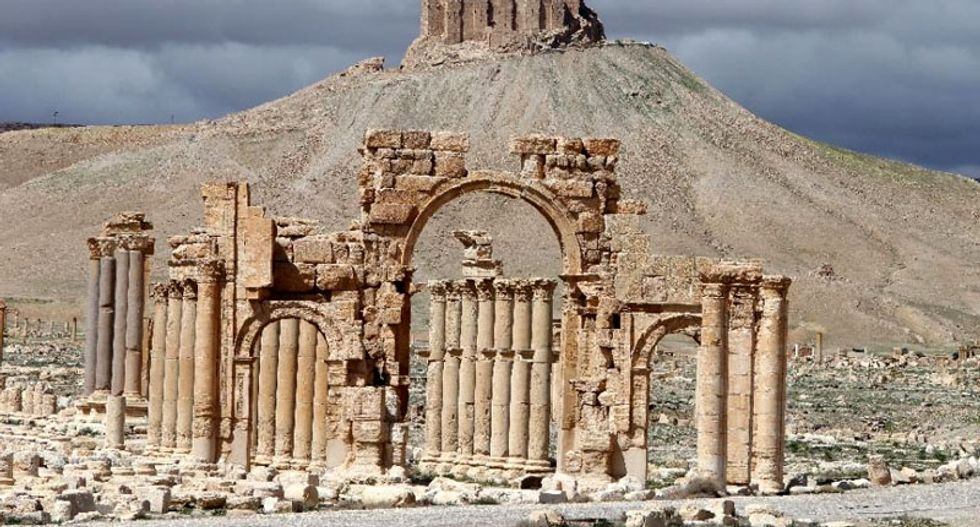Islamic State militants blow up Arch of Triumph in Palmyra