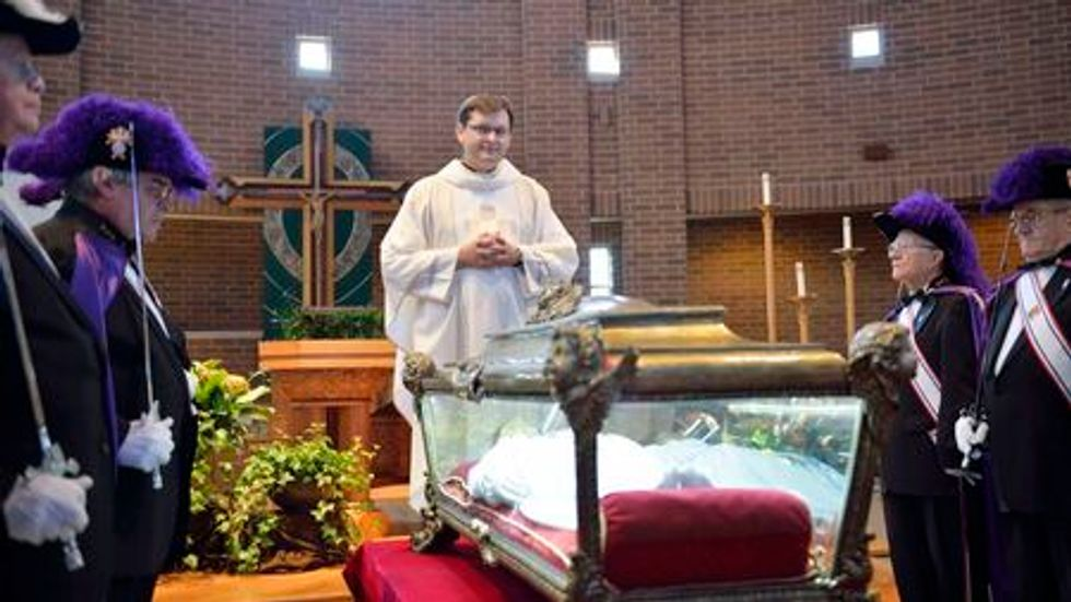 Remains of 11-year-old Roman Catholic saint draw thousands to Illinois church