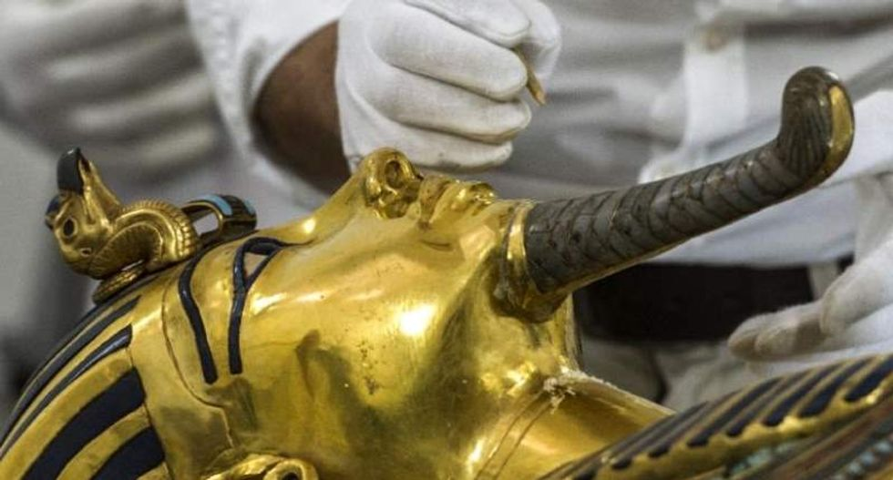 Restoration experts set to fix Tutankhamun's golden mask by the end of the year
