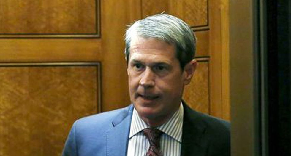 Vitter overcomes scandals to squeak into runoff election for Louisiana governor