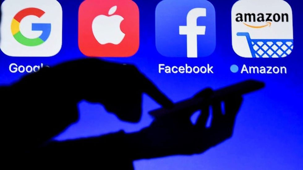 War between Facebook and Apple over targeted ads