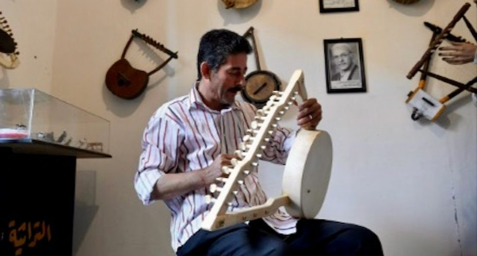Pharaonic harp strums along to new tune