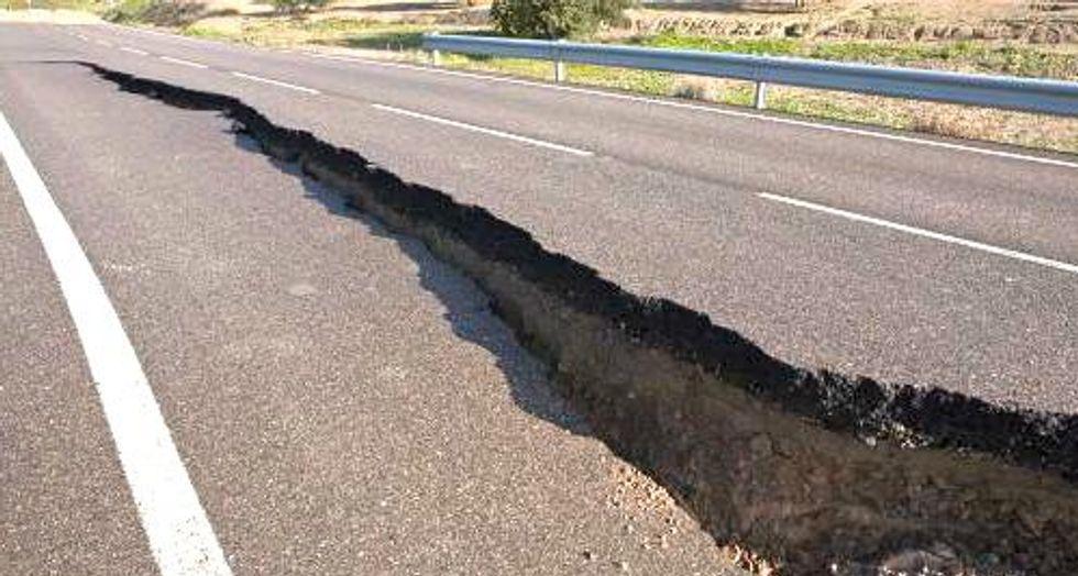 Magnitude 7.9 earthquake off Alaska prompts tsunami warning