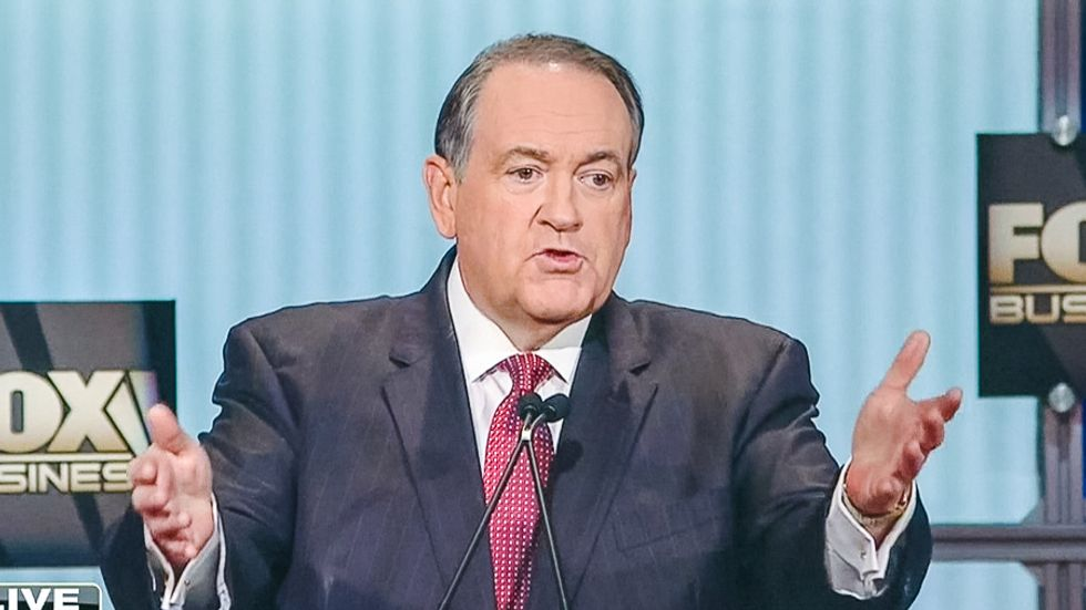 Mike Huckabee: Poor Americans will be better off if we treat them like we 'train dogs'