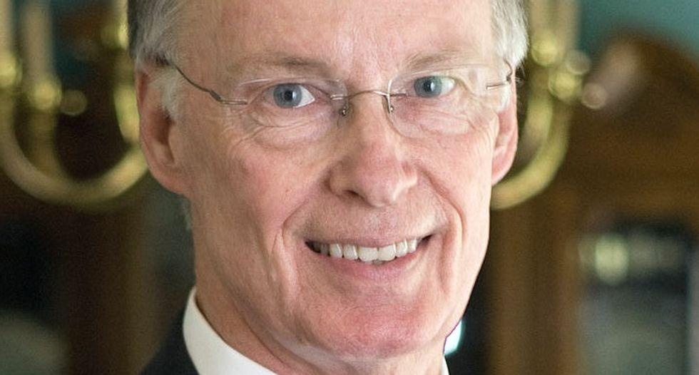 Alabama governor set to resign before sundown after hiding affair with former aide
