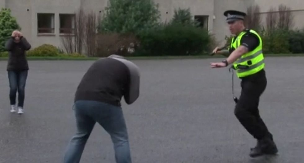 American police ask Scottish cops to teach them how to stop killing people