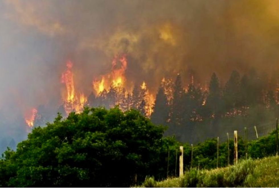 Hundreds of residents ordered to evacuate as Colorado wildfire rages