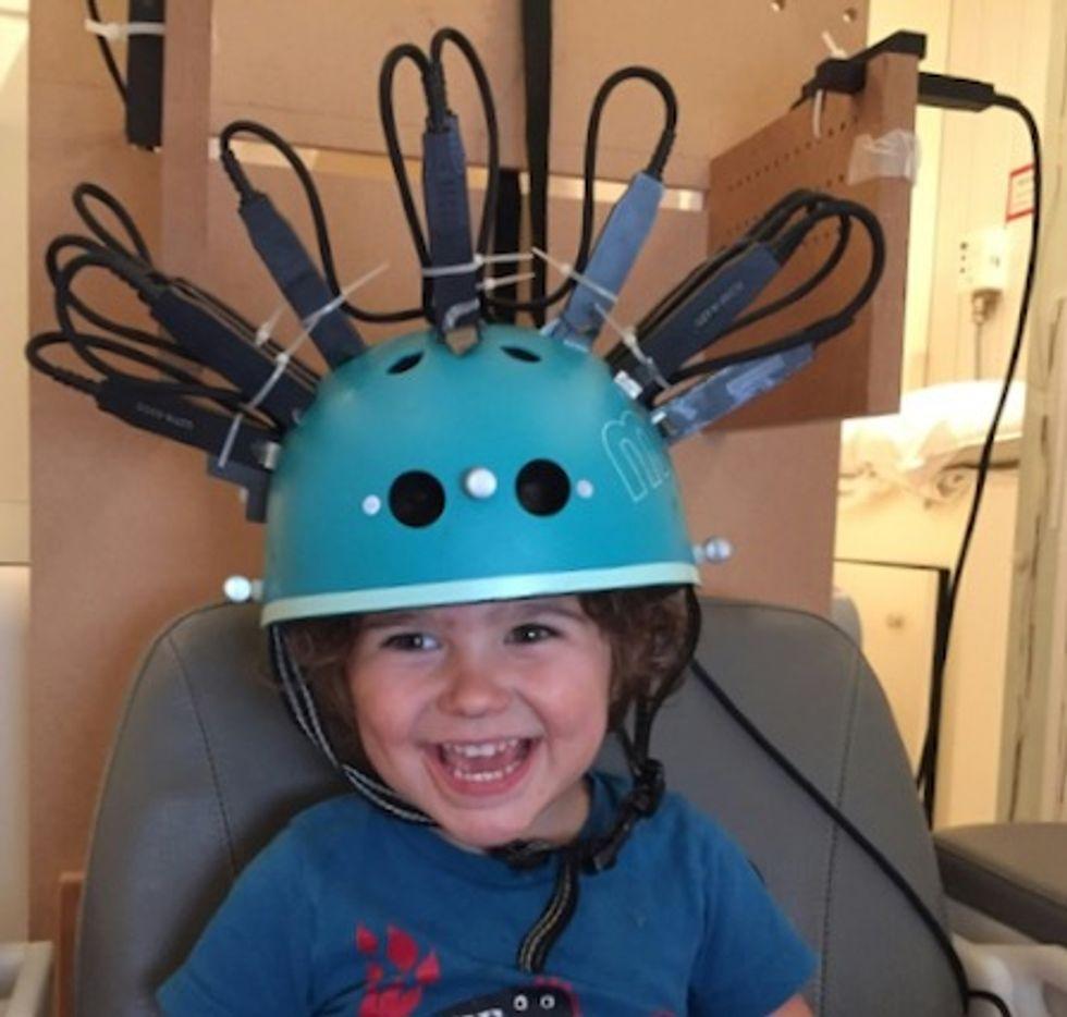 Brain-scanning helmet helps track children in motion