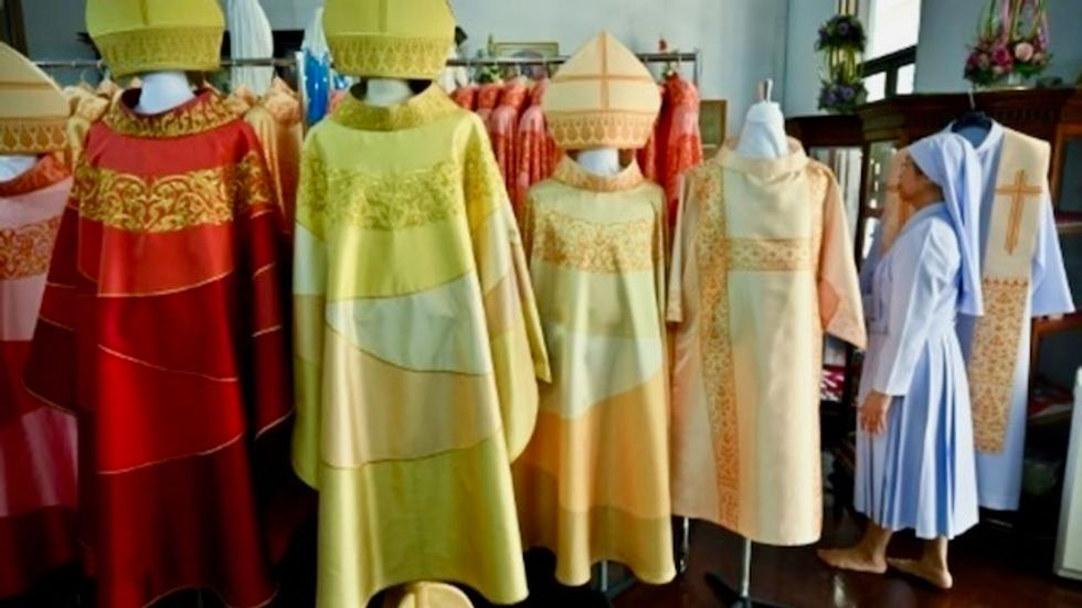 Thai convent weaves 'beautiful' robes for Pope Francis visit